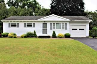 Adorable Three Bedroom Ranch Home For Sale – 202 Daniels Dr. Wampsville, NY