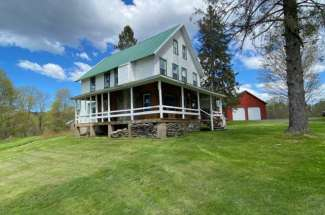 Country Farmhouse with Acreage – 2145 N. Osceola Road